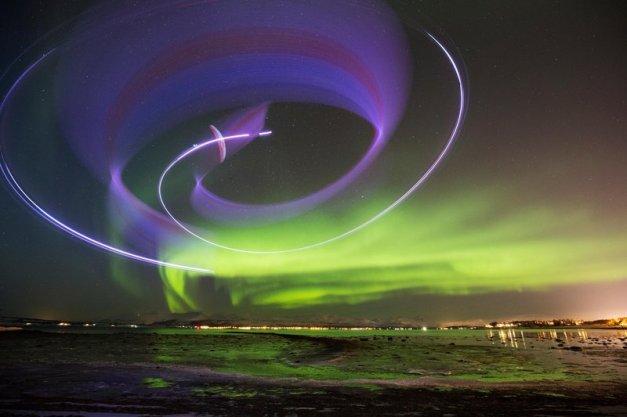 Horacio Llorens volando con la Aurora Boreal en Tromsø, Noruega
