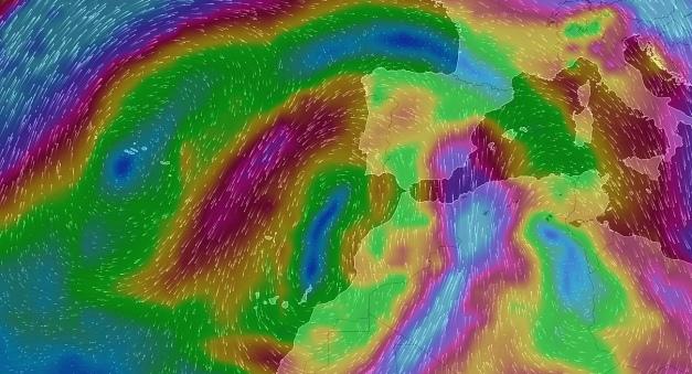 Fuete viento del sur que arrastra aire cargado de polvo en suspension proveniente del Sahara.